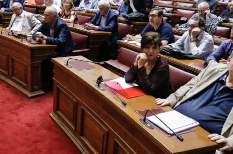 """Βουλευτές ΣΥΡΙΖΑ: """"Διαγράψτε το θρήσκευμα από τα απολυτήρια Λυκείου"""""""