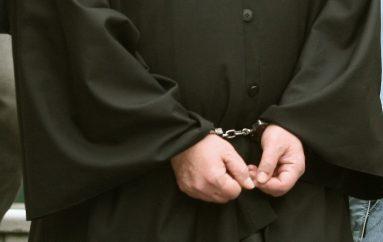 Παύση καθηκόντων ιερέα που συνελήφθη με ναρκωτικά