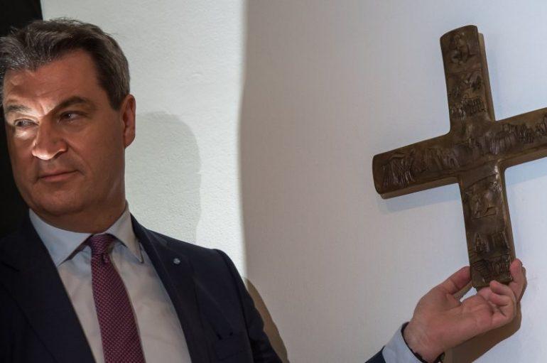 Υποχρεωτική πλέον στη Βαυαρία η παρουσία σταυρών σε όλα τα δημόσια κτήρια