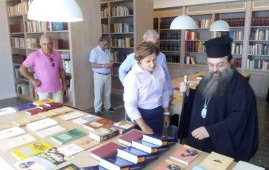 Η Περιφερειάρχης Βορείου Αιγαίου στην Βιβλιοθήκη της Ι. Μ. Χίου (ΦΩΤΟ)