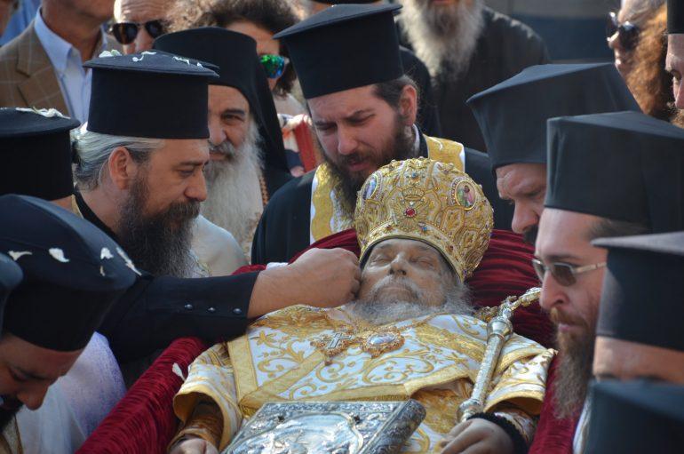 Στον Άγιο Αχίλλιο το σκήνωμα του μακαριστού Λαρίσης Ιγνατίου (ΦΩΤΟ)
