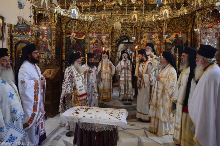 Αρχιερατικό Συλλείτουργο στην Ι. Μονή Αγίας Τριάδος Τζαγκαρόλων (ΦΩΤΟ)
