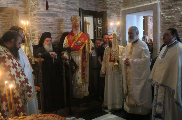 Ο Μητροπολίτης Σύρου στην Ι. Μονή Αγίας Μαρίνης Άνδρου (ΦΩΤΟ)