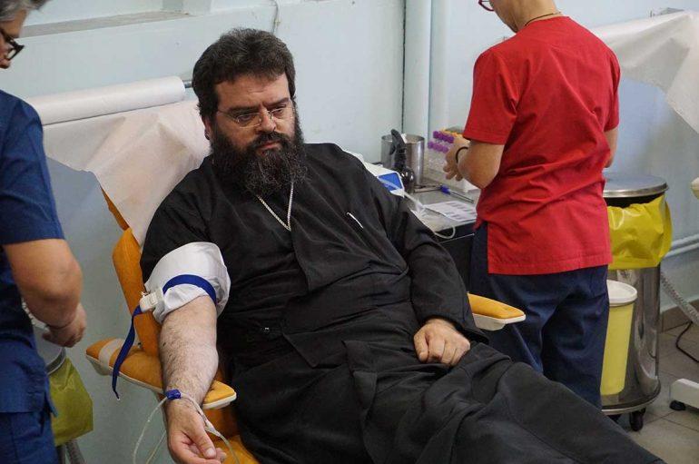 Αιμοδότησαν για τους πυρόπληκτους Μητροπολίτης και ιερείς της Ροδόπης (ΦΩΤΟ)