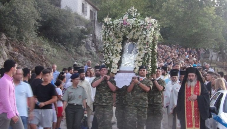 Χιλιάδες πιστών συνόδευσαν την Παναγία Φανερωμένη στο Χιλιομόδι (ΦΩΤΟ)