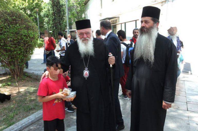 Το κεντρικό συσσίτιο της Αρχιεπισκοπής επισκέφθηκε ο Αρχιεπίσκοπος Ιερώνυμος