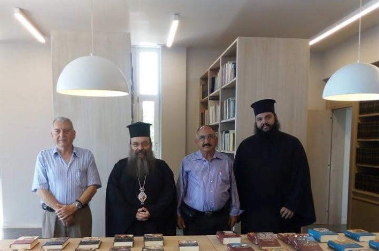 Δωρεά Τόμων Αρχαίων Συγγραφέων στην Ι. Μ. Χίου (ΦΩΤΟ)