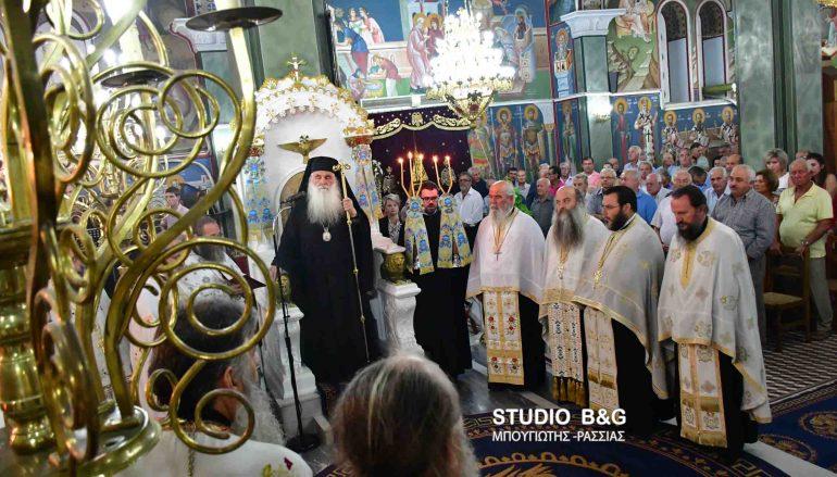 Εσπερινός της Τιμίας Ζώνης της Παναγίας στη Νέα Τίρυνθα (ΦΩΤΟ)
