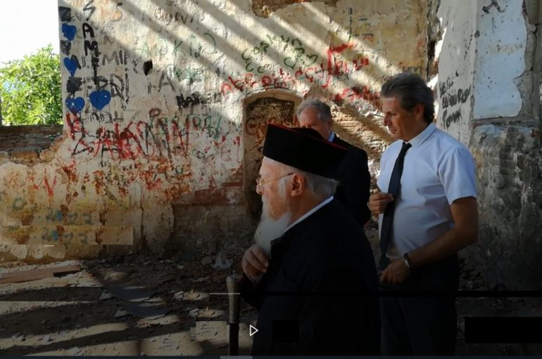 Ο Οικ. Πατριάρχης σε ερειπωμένο Ναό της Κυζίκου (ΦΩΤΟ)