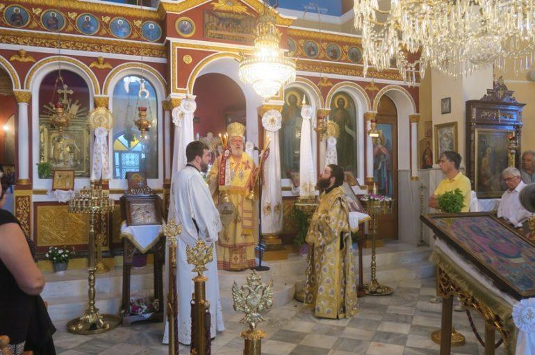 Αρχιερατική Θεία Λειτουργία στο νησί της Σερίφου (ΦΩΤΟ)