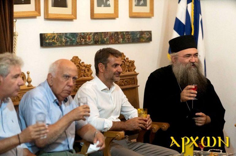 Ο Κυριάκος Μητσοτάκης στην Ιερά Μονή Τζαγκαρόλων Κρήτης (ΦΩΤΟ)