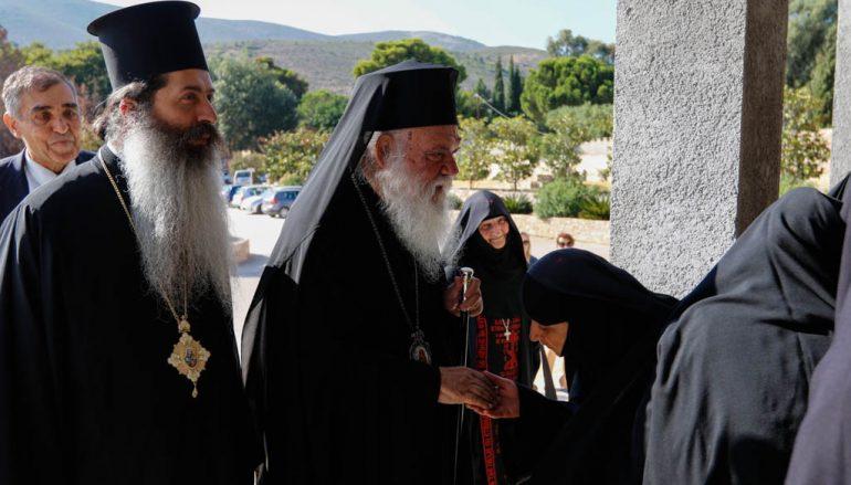 O Αρχιεπίσκοπος στην Ι. Μ. Νταού Πεντέλης για παράκληση προς την Παναγία