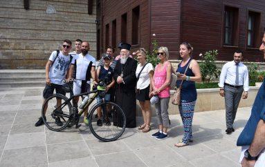 Ο Κωνσταντινουπόλεως Βαρθολομαίος έγραψε το όνομά του σε… ποδήλατο! (ΒΙΝΤΕΟ)