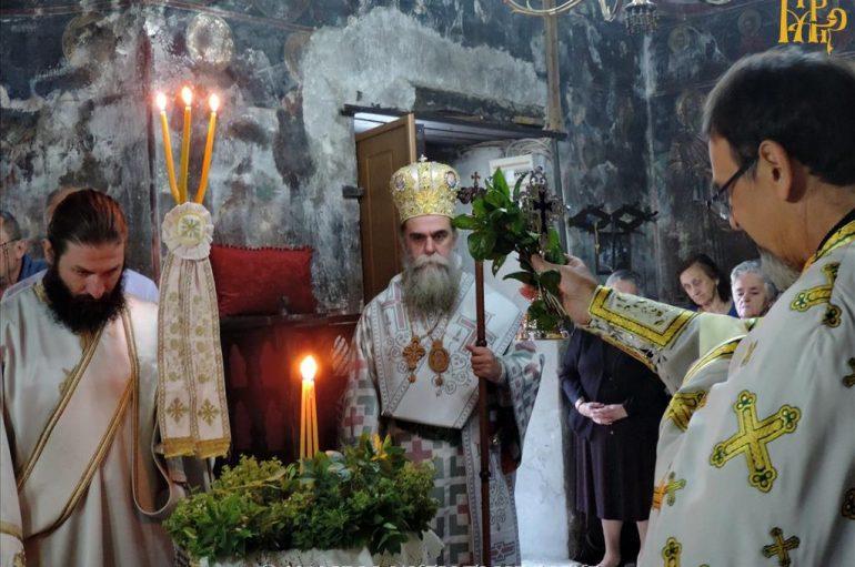 Η Ύψωσις του Τιμίου Σταυρού στην Ενορία Μουχουστίου Πλάκας Άρτης (ΦΩΤΟ)