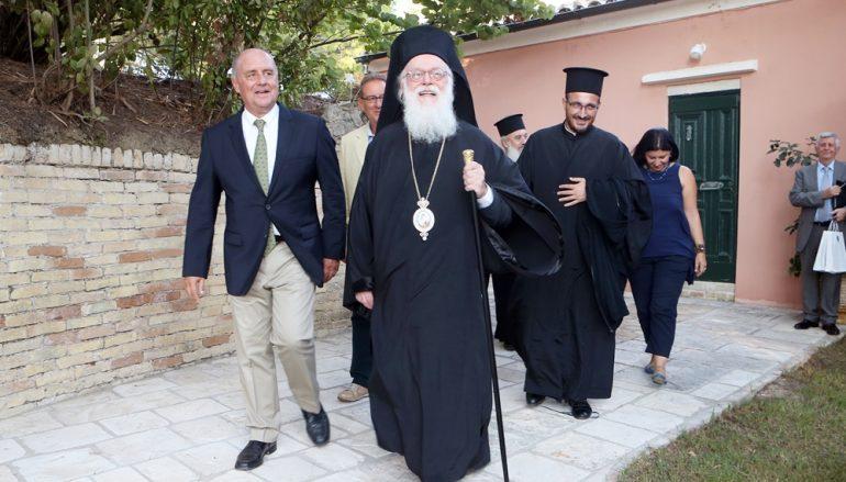 Ο Αρχιεπίσκοπος Αλβανίας στο Μουσείο Καποδίστρια Κέρκυρας (ΦΩΤΟ)