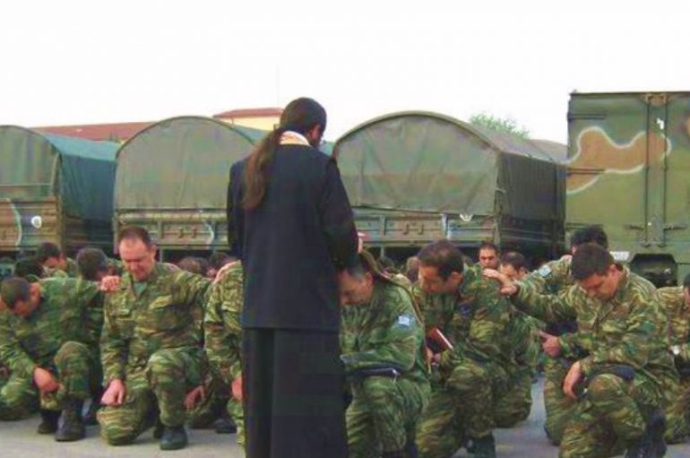 Οι ευτραφείς ιερείς μπορούν πλέον να κατατάσσονται στις Ένοπλες Δυνάμεις