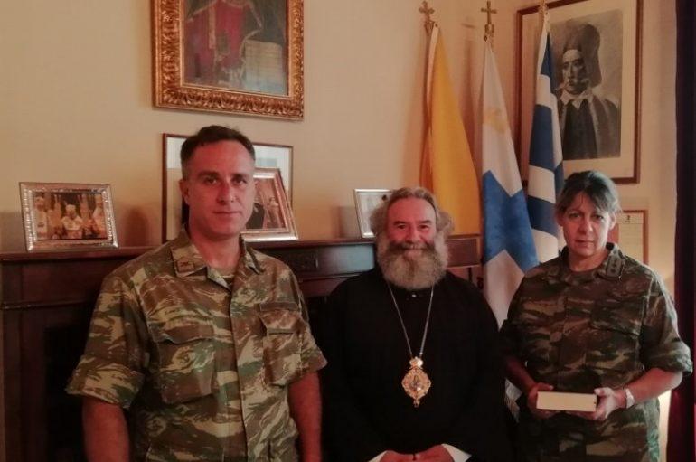 Η Διοικητής του 3ου Τάγματος ΚΕΕΜ στο Μητροπολίτη Μάνης (ΦΩΤΟ)