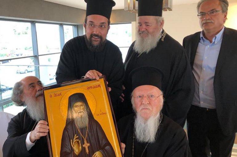 Εικόνα του Αγ. Αμφιλοχίου Μακρή δώρησε ο Μητροπολίτης Κυδωνίας στον Οικ. Πατριάρχη