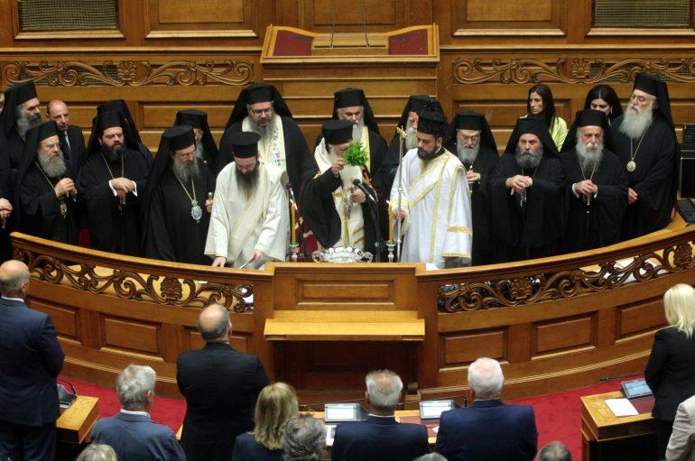 Αγιασμός από τον Αρχιεπίσκοπο στην Βουλή των Ελλήνων (ΦΩΤΟ)