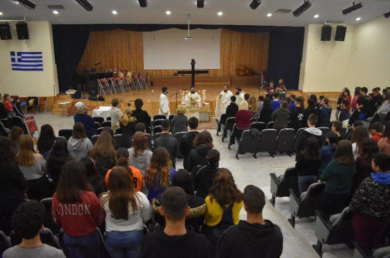 Αρχιερατική Θεία Λειτουργία σε σχολείο της Κομοτηνής (ΦΩΤΟ)