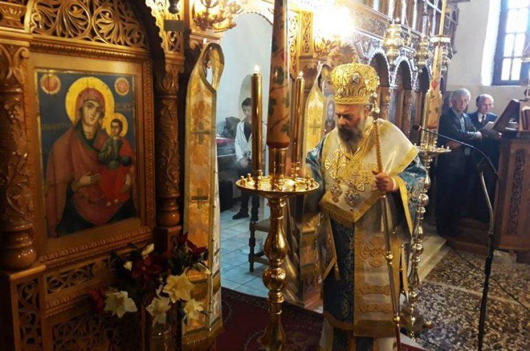 Ο Μητροπολίτης Θεσσαλιώτιδος στον Ι. Ναό Αγίας Τριάδος Παλαιοχωρίου (ΦΩΤΟ)