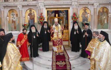 Η Πρώτη Θεία Λειτουργία του Μητροπολίτη Λαρίσης στην Μητρόπολή του (ΦΩΤΟ)