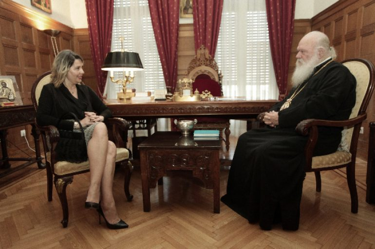 """Αρχιεπίσκοπος: """"Δεν θα γίνει τίποτε αν δεν συναινέσει η Ιεραρχία"""""""