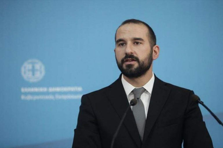 """Τζανακόπουλος: """"Δεν τίθεται ζήτημα απόλυσης κληρικών"""""""