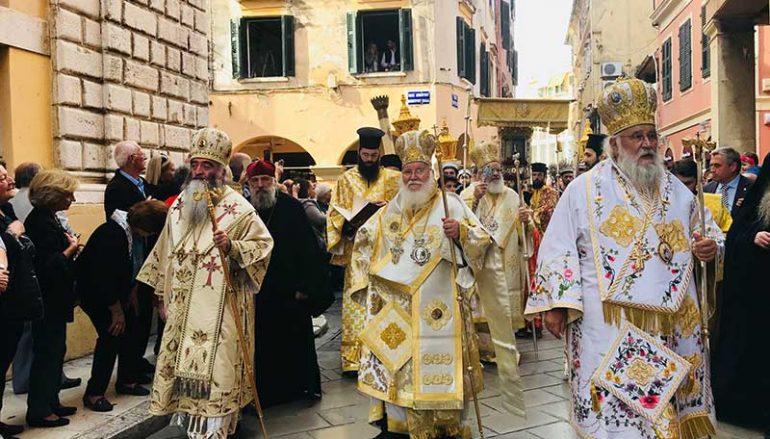 Πάνδημη Λιτάνευση του Σκηνώματος του Αγίου Σπυρίδωνος στην Κέρκυρα (ΦΩΤΟ)
