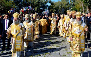 Ο Πατραϊκός λαός υποκλίθηκε στον Πολιούχο του Άγιο Ανδρέα (ΦΩΤΟ)