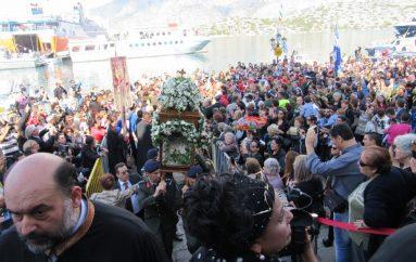 Λαοθάλασσα πιστών στην πανήγυρη του Πανορμίτη στη Σύμη (ΦΩΤΟ)