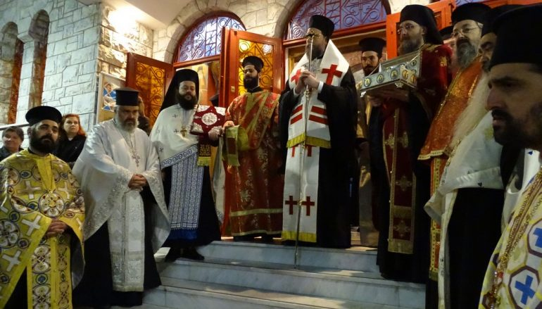 Λιτάνευση της Εικόνας του Αγίου Νεκταρίου στο Ηράκλειο Αττικής (ΦΩΤΟ)