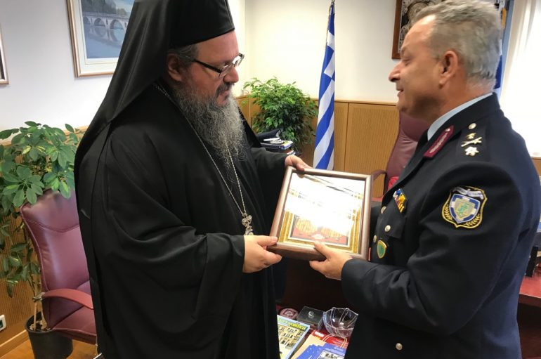 Επίσκεψη του Μητροπολίτη Λαρίσης στο Αστυνομική Διεύθυνση (ΦΩΤΟ)