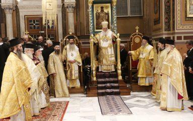 Η Θεία Λειτουργία των Χριστουγέννων στη Μητρόπολη Αθηνών