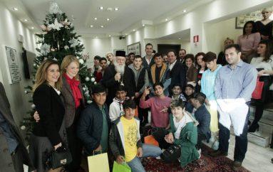 Ο Αρχιεπίσκοπος Ιερώνυμος και ο Κ. Μπακογιάννης έφαγαν με παιδιά πρόσφυγες