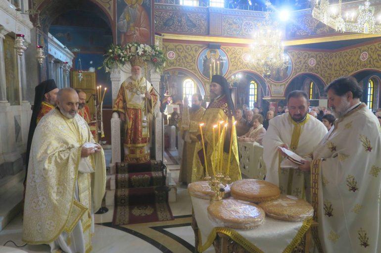 Ο Μητροπολίτης Σύρου στον Ι. Ναό Αγίας Βαρβάρας Δάφνης