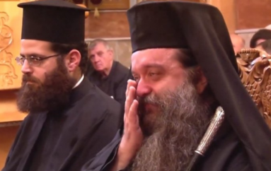 Ξέσπασε σε κλάματα ο Μητροπολίτης Χίου όταν άκουσε το «Μακεδονία Ξακουστή»