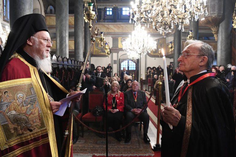 O Οικ. Πατριάρχης απένειμε Οφφίκιο του Άρχοντος Νοταρίου στον Εκπαιδευτικό I. Καλαμάρη