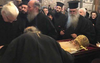 Σε λαϊκό προσκύνημα το σκήνωμα του Μητροπολίτη Σιατίστης στη Χαλκίδα