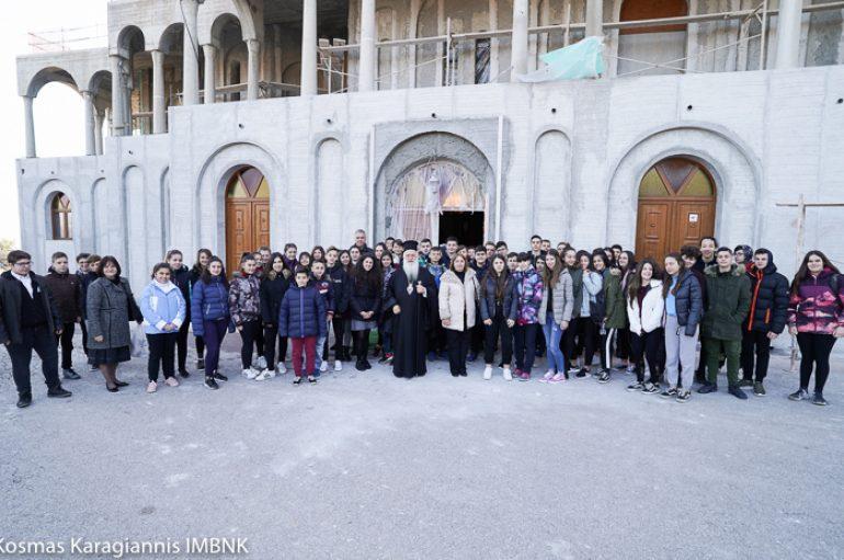Μαθητές Γυμνασίου επισκέφθηκαν την Ι. Μονή Παναγίας Δοβρά Βεροίας