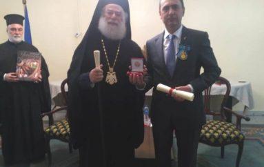 Ο Πατριάρχης Αλεξανδρείας παρασημοφόρησε τον Ουκρανό Πρέσβη στην Αίγυπτο
