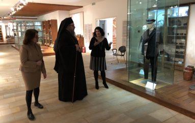 Ο Μητροπολίτης Ιερώνυμος στο Λαογραφικό Μουσείο Λάρισας