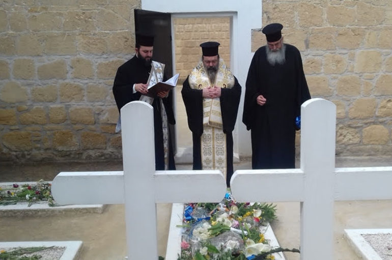 Ο Μητροπολίτης Χίου στα φυλακισμένα μνήματα