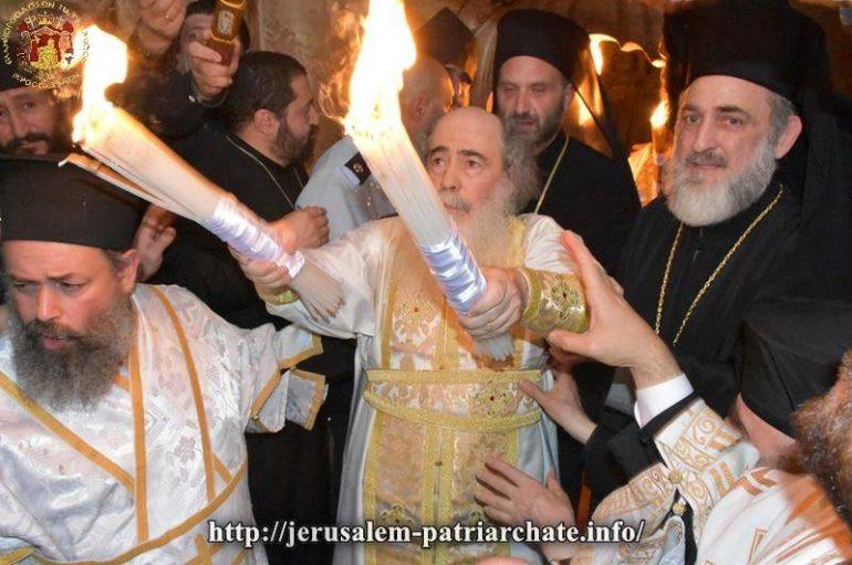 Η αφή του Αγίου Φωτός στα Ιεροσόλυμα