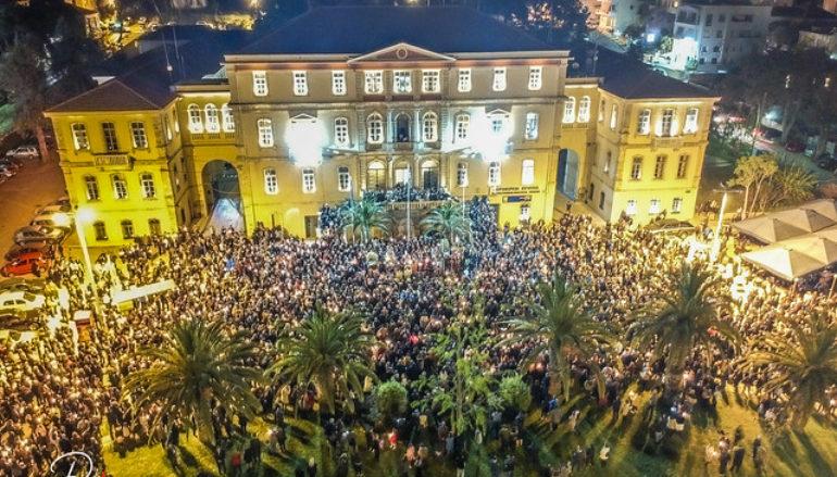 Χιλιάδες πιστοί στην συνάντηση των Επιταφίων στα Χανιά