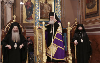 Η Ακολουθία των Παθών στον Καθεδρικό Ιερό Ναό Αθηνών