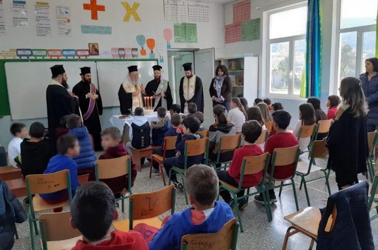 Ευχέλαιο από τον Μητροπολίτη Χαλκίδος σε Δημοτικά Σχολεία