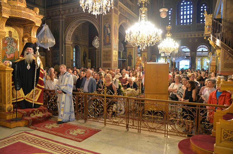 Εσπερινός του Αγίου Λουκά του Ιατρού στην Ι. Μ. Πειραιώς