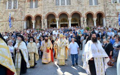 Λαμπρά εόρτασε ο Καθεδρικός Ι. Ναός Αγίας Τριάδος Πειραιά