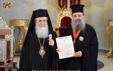 Παρασημοφόρηση του Μητροπολίτη Πατρών από τον Πατριάρχη Ιεροσολύμων